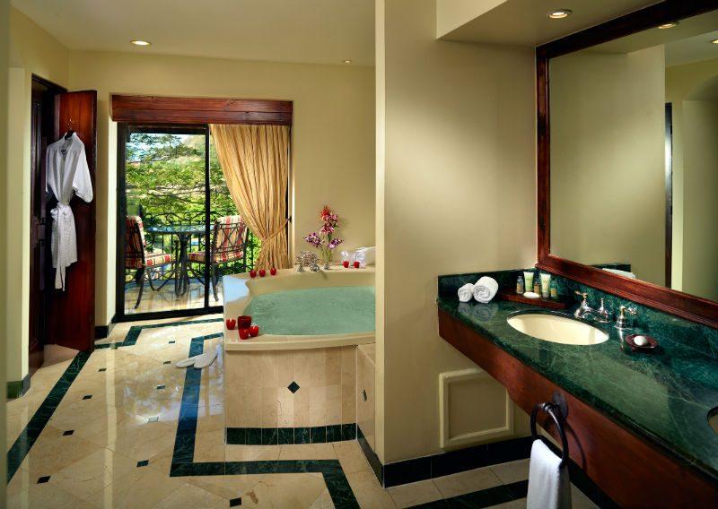 Marriott_Los_Suenos_Resort_Presidential_Bathroom